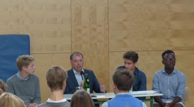 Niels Annen (SPD) an der Sophie-Barat-Schule